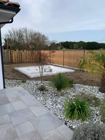 Création d'une piscine avec terrasse bois sur Orist