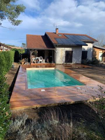 Réalisation d'une terrasse en Cumaru autour d'une piscine sur HERM